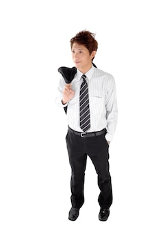 Une jeune entreprise asiatique a mis le manteau sur l'épaule après le travail.
