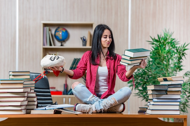 Jeune étudiante préparant les examens du collège