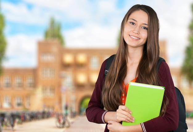 Jeune étudiante universitaire 118560514