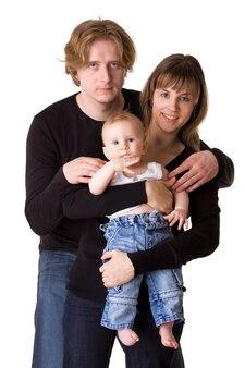 Jeune famille joyeuse isolée sur blanc: bébé, homme, femme