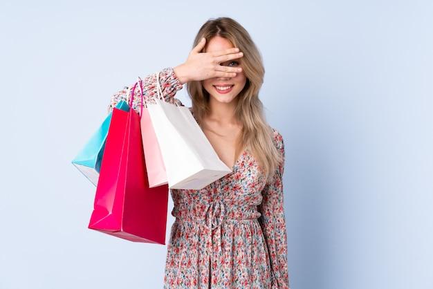 Jeune, femme, achats, sacs, isolé