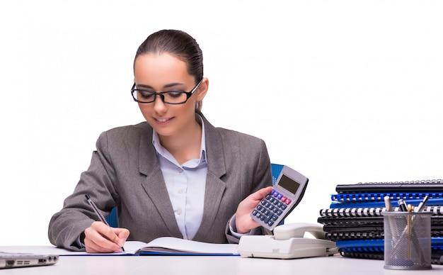 Jeune femme d'affaires au bureau isolé