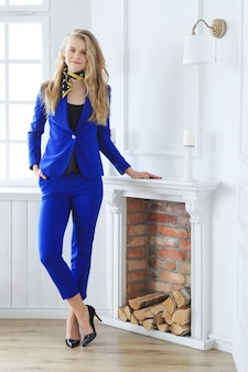 Jeune, femme affaires, bleu, robe