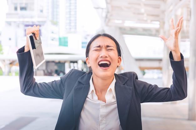 Jeune femme d'affaires déprimée