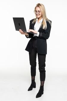 Jeune, femme affaires, ordinateur portable, isolé
