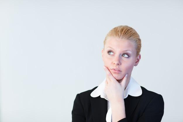 Jeune femme affaires, pensée
