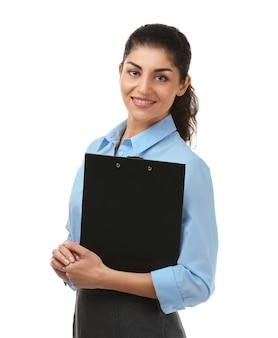 Jeune femme d'affaires avec presse-papiers sur blanc
