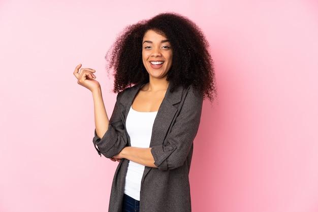 Jeune, femme américaine africaine, rire