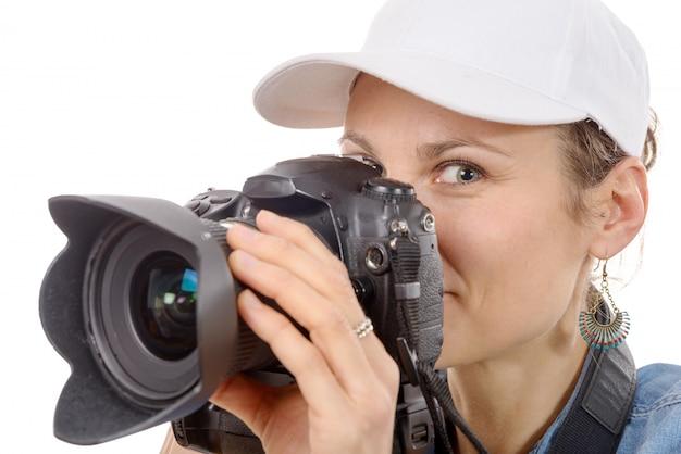 Jeune femme avec un appareil photo. mode de vie des jeunes
