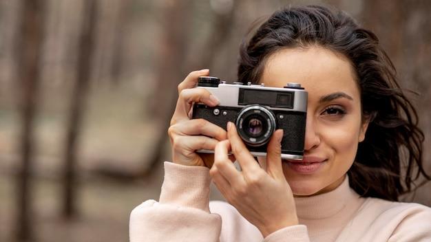 Jeune, femme, appareil photo