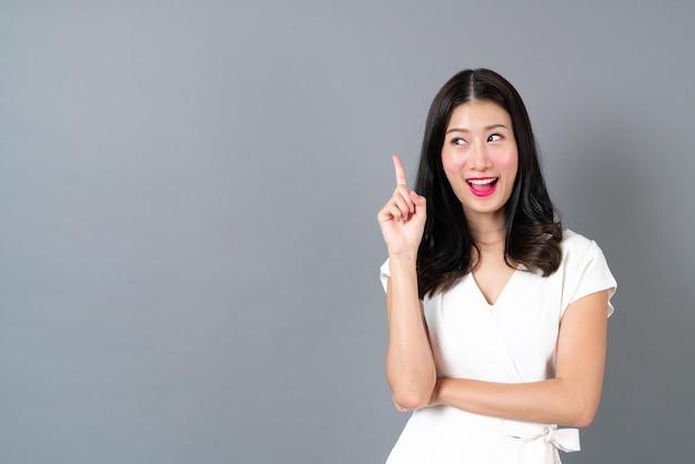 Jeune, femme asiatique, à, figure pensée