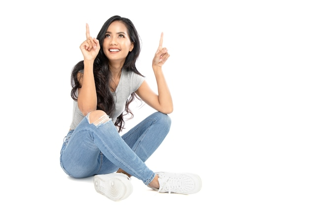 Jeune femme asiatique, pointage, doigts