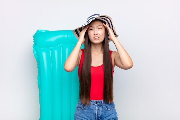 Jeune femme asiatique se sentant frustrée et ennuyée, malade et fatiguée de l'échec, marre des tâches ennuyeuses et ennuyeuses. concept d'été