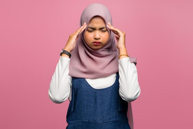 Jeune femme asiatique se sentir étourdi et avoir l'air fatigué