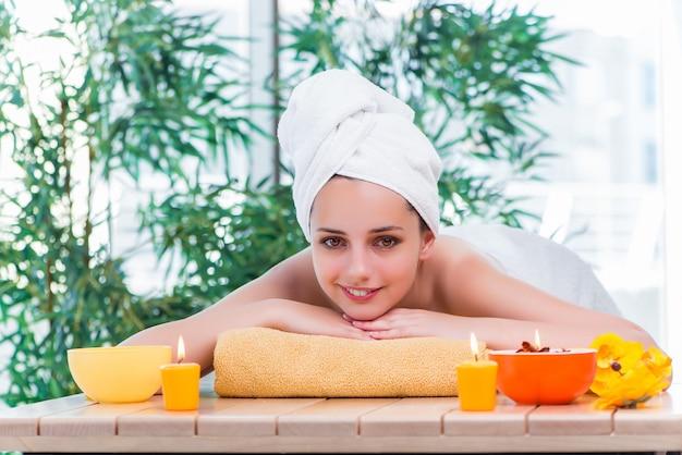 Jeune femme au concept de santé spa