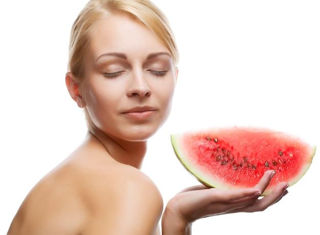 Jeune femme au melon d'eau