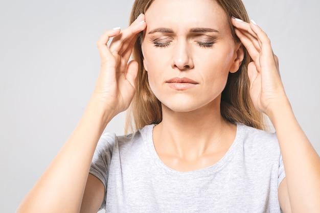 Jeune femme, avoir mal de tête