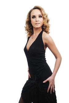 Jeune femme belle élégante avec la forme parfaite du corps