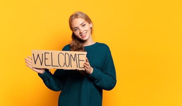 Jeune femme blonde. concept de bienvenue