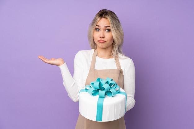 Jeune femme boulanger sur fond isolé