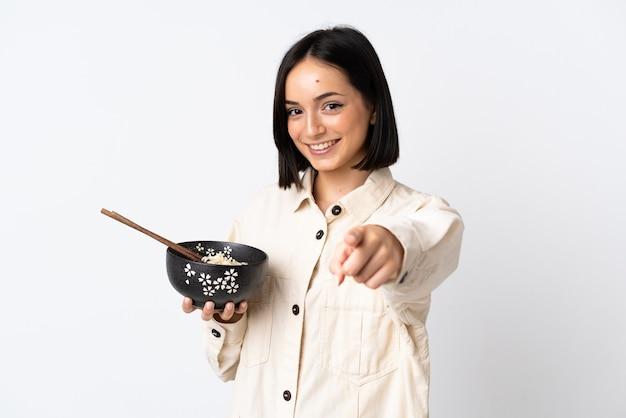Jeune femme caucasienne isolée