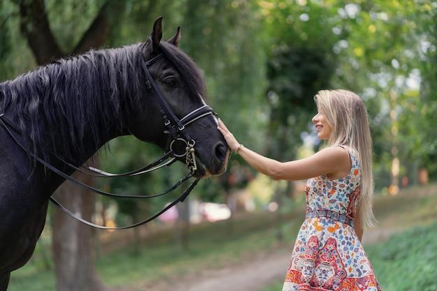 Jeune, femme, cheval