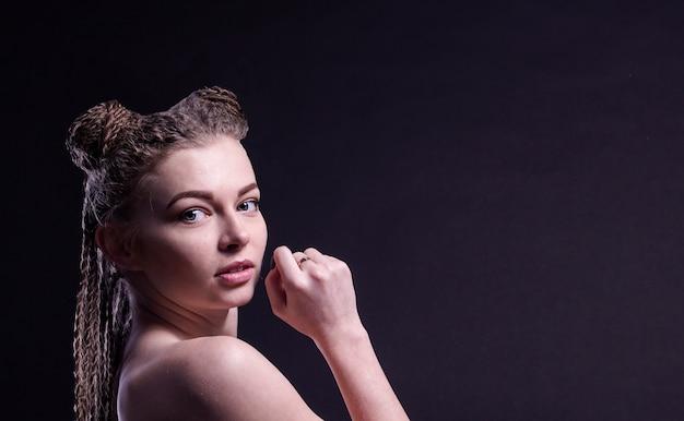 Jeune femme, à, cheveux tressés