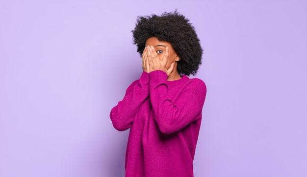 Jeune femme, à, coiffure afro