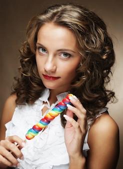 Jeune, femme, coloré, sucette