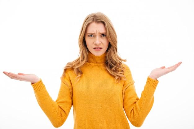 Jeune femme confuse