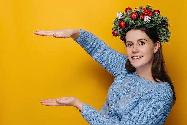 Jeune femme avec une couronne autour de la tête