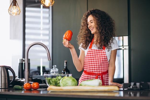 Jeune, femme, cuisine, cuisine