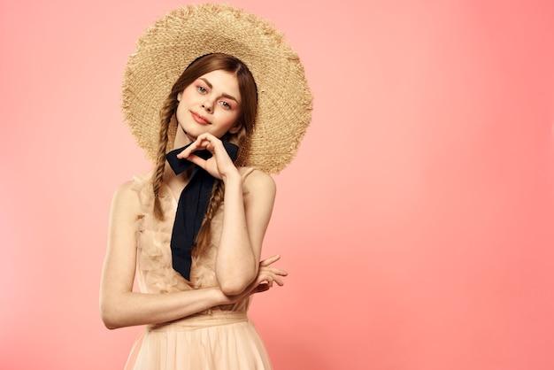 Jeune femme, dans, a, chapeau vintage