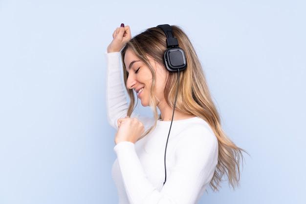 Jeune, femme, écoute, musique, danse