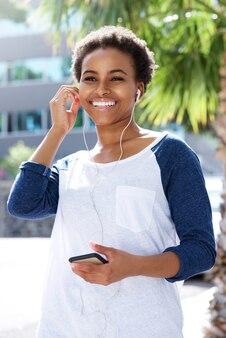 Jeune femme, écoute, pourriture, musique, à, écouteurs