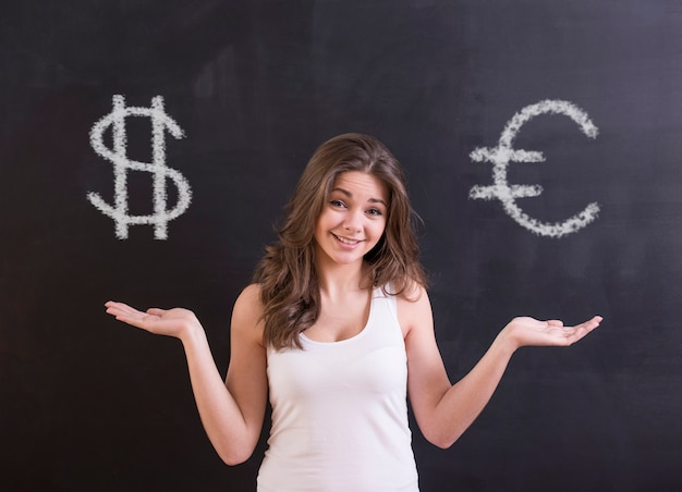 Jeune femme, c'est choisir entre le dollar et l'euro.