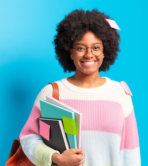 Jeune femme étudiante afro
