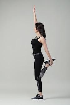 Jeune Femme Exerçant, Fitness Photo gratuit