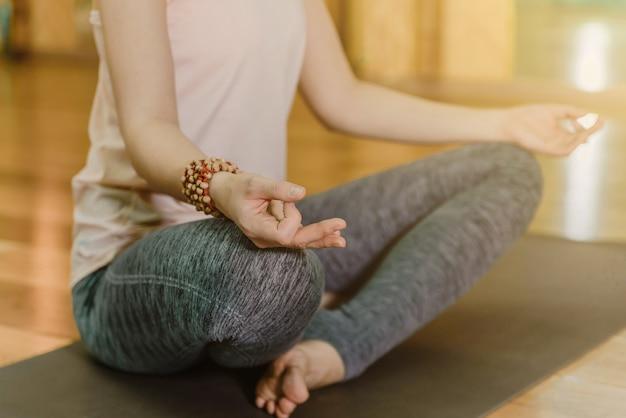 Jeune femme, faire, yoga