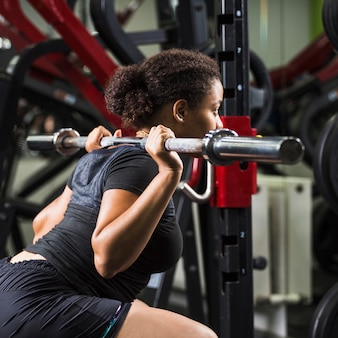 Jeune femme, formation, gymnase