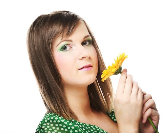 Jeune, femme, gerber, fleur