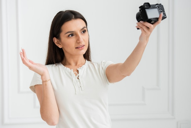 Jeune femme en ligne enregistrement