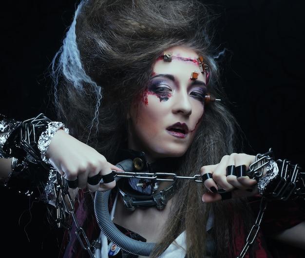 Jeune femme avec maquillage créatif. thème d'halloween. thème des zombies.