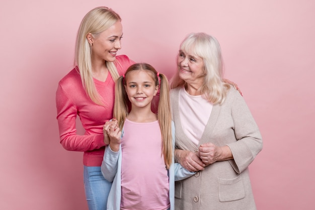Jeune, femme, mère, grand-mère
