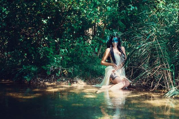 Jeune femme noyée dans une représentation poétique.