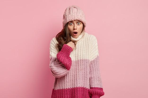 Jeune femme, porter, vêtements hiver