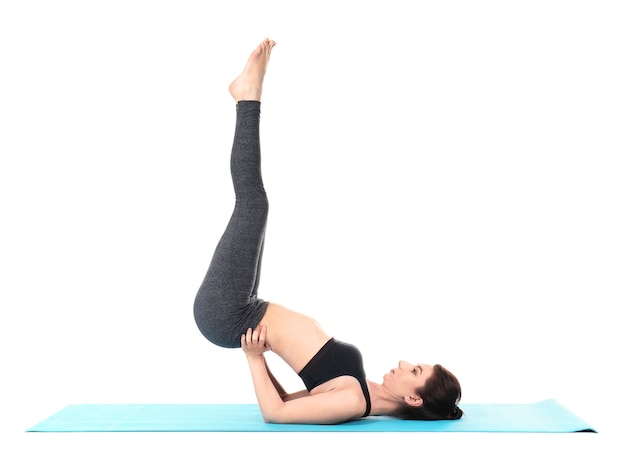 Jeune femme, pratiquer, yoga, isolé
