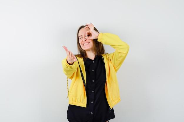 Jeune femme, projection, ok, signe, sur, oeil