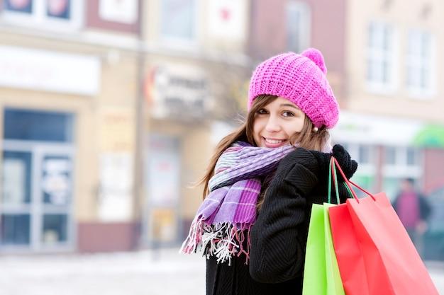 Jeune femme, à, sacs provisions