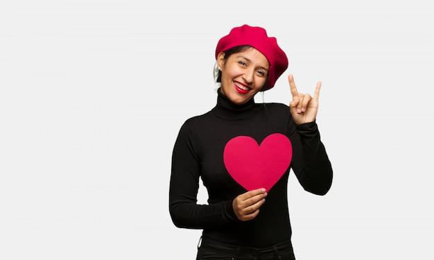 Jeune femme, saint valentin, faire, rocher, geste